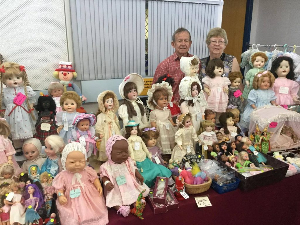 Traders Table - The Roses' beautiful dolls!